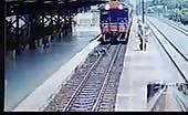 Thai woman train suicide 15