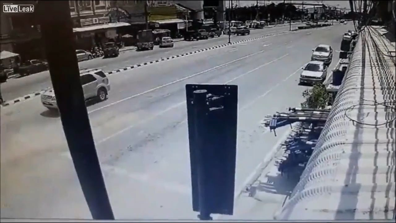 5 were killed after truck hits a taxi from behind 10