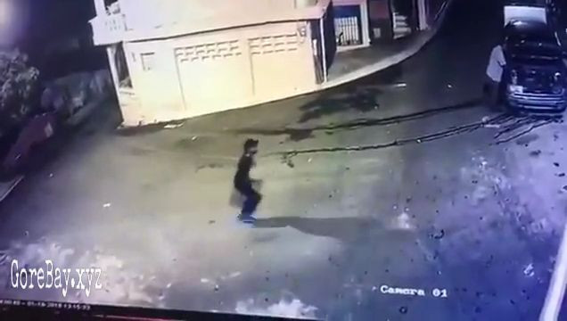 Man shot with gun by a robber 10