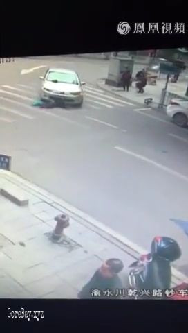 Car ran over a woman 6