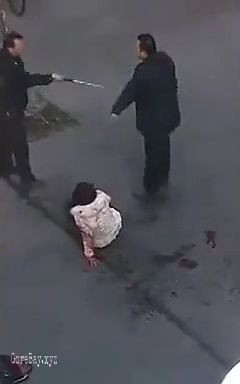 Woman beaten and stabbed to death in the crowd 13
