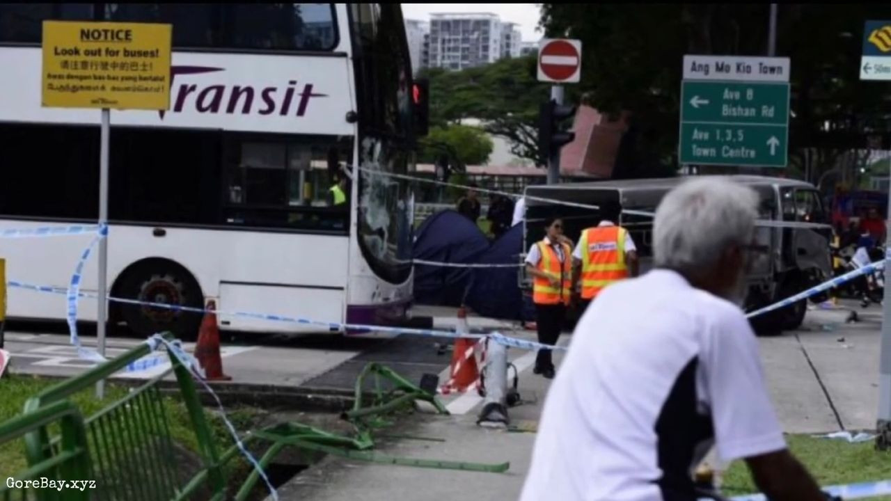 Lorry runs over 3 pedestrians in Singapore 8