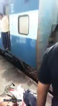 Train amputates a man in India 3