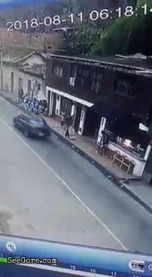 Drunk man falls onto the road and gets head flattened 6