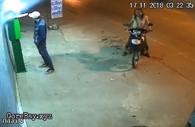 Cold blooded robber swings a machete to the head of a woman 4