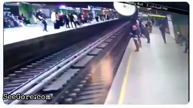 Guy lays down over train track to commit suicide 9