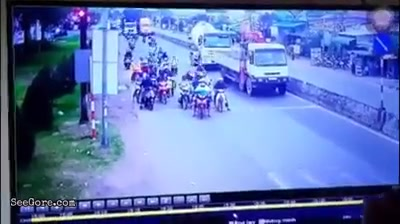Truck wipes out bikes at traffic light junction 7