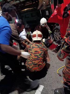 [Aftermath] Girl crushes man's leg