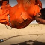 ISIS burns hanging prisoners alive 2