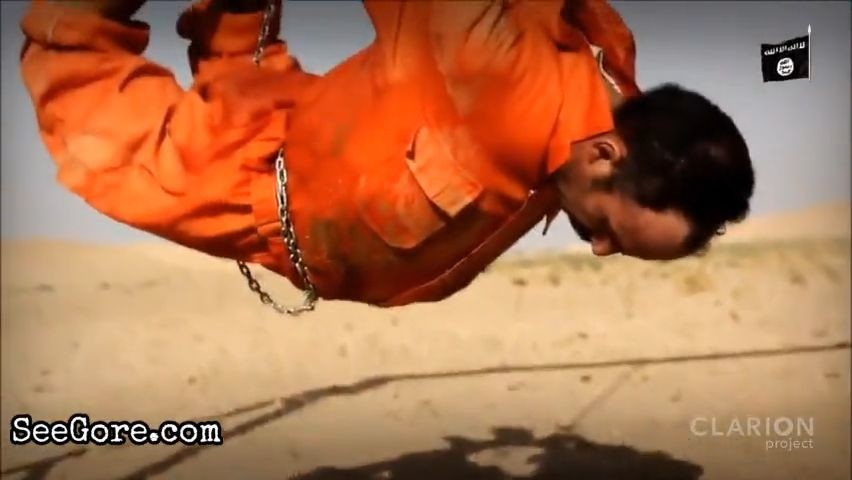 ISIS burns hanging prisoners alive 3