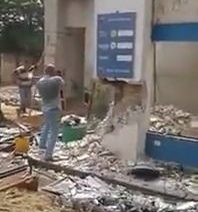 Big piece of concrete collapses onto a worker