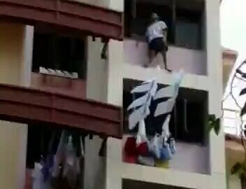 Man missed the rescue cushion in his attempt of suicide 8