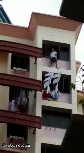 Man missed the rescue cushion in his attempt of suicide 4